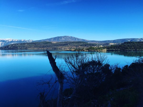 Le splendide lac de Sainte-Croix au bord des Gorges du Verdon