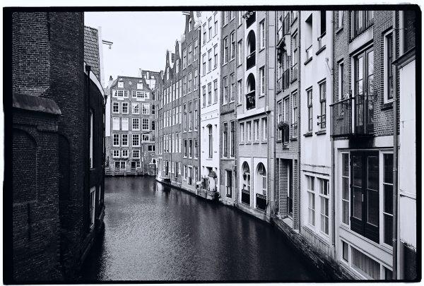 Le vieux centre d'Amsterdam près de la gare centrale