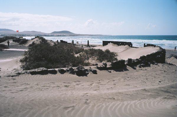 Sur une plage de l'île de Lanzarote, c'est aussi cela l'Espagne
