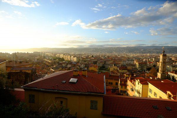 Vue imprenable sur Nice depuis la colline du château