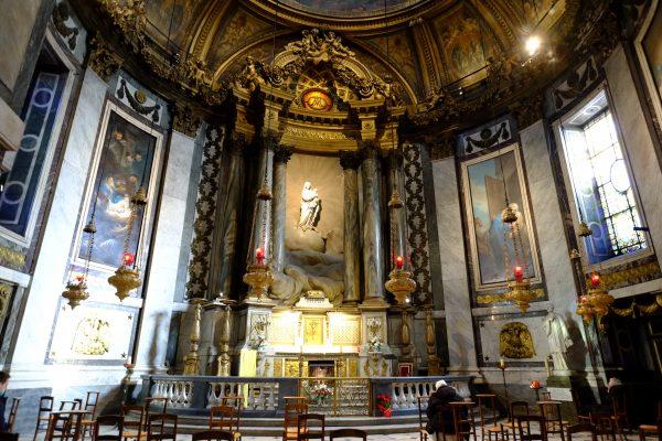 La chapelle de la Vierge derrière l'hôtel de l'église Saint-Placide