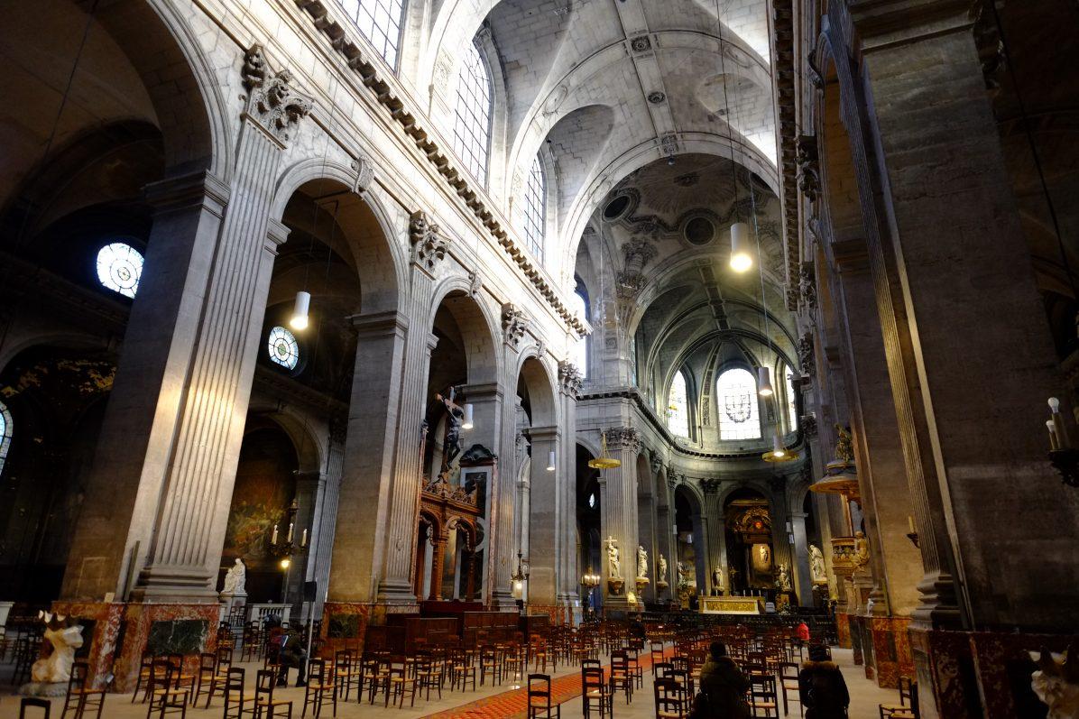 La monumentale église Saint-Placide sur la rive gauche de Paris
