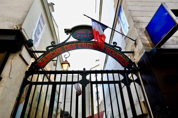 Les grilles du marché des enfants rouges, un lieu insolite à Paris
