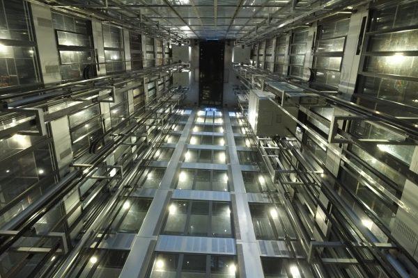 Les conduits d' ascenseurs de l'institut du monde Arabe