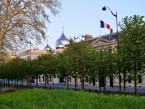 Les coupoles de la nouvelle église russe de Paris