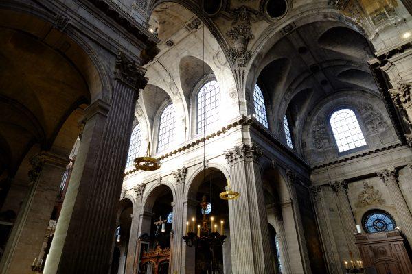 Les voutes de l'église Saint-Placide, l'une des plus belles églises de Paris
