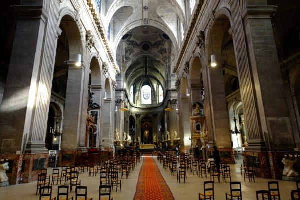 L'intérieur de l'église Saint-Placide dans le 6 ème arrondissement de Paris