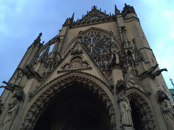 Au pied de la cathédrale de Metz