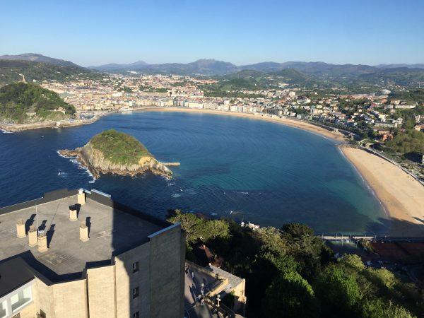 La Baie de la Concha et San Sebastian vue depuis le point le plus haut de la ville