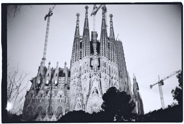 La Sagrada Familia au crépuscule, l'oeuvre de Gaudi