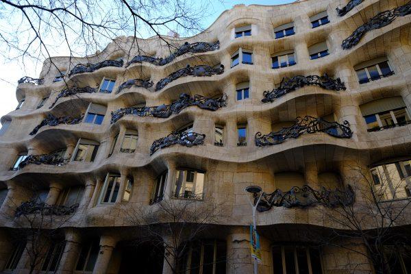 La façade de la casa Mila à Barcelone