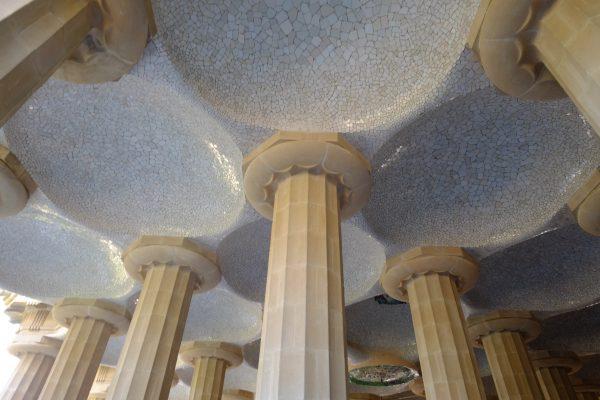 La voûte de la grande terrasse du parc Güell