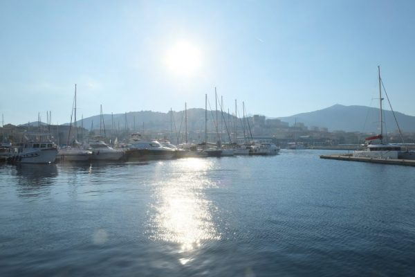 Le port Tino Rossi dans l'Ouest de la Corse