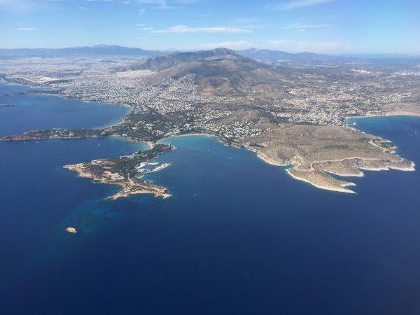 Une superbe vue sur la Grèce depuis le hublot de l'avion