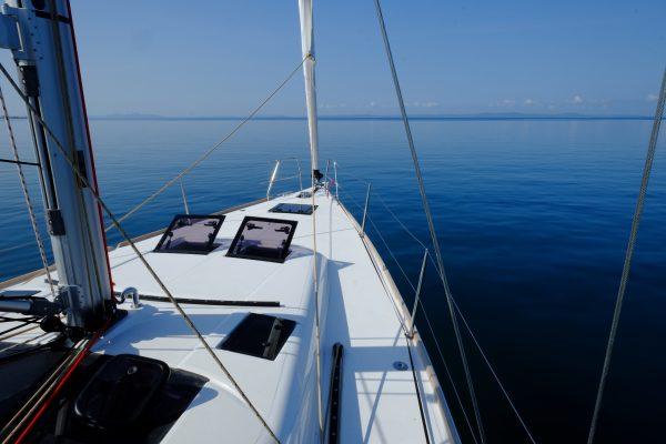 En voilier en Croatie, en voyage sur un voilier