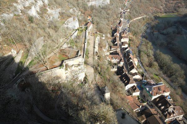 Vue plongeante sur la ville médiévale de Rocamadour, voyage Périgord