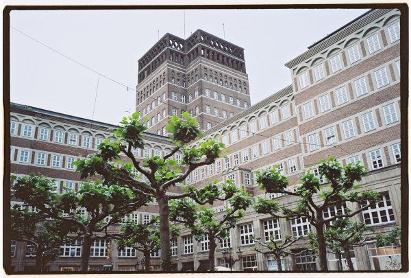Un imposant bâtiment dans le centre ville de Dusseldorf