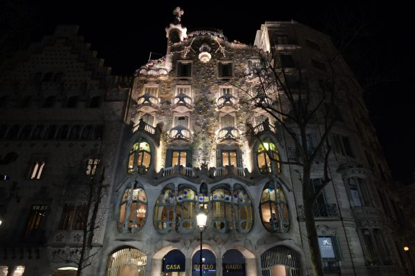 La casa Batllo pendant la nuit. Passeig de Gràcia, Barcelone.