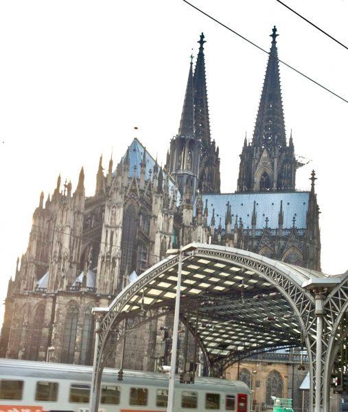 La cathédrale de Cologne vue depuis la gare