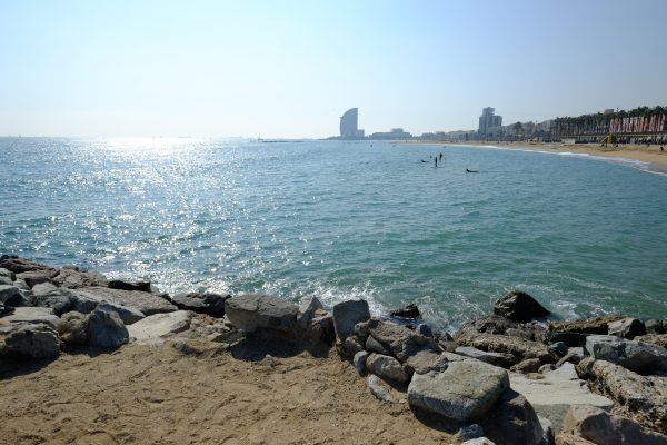 La mer, Barcelone et le soleil
