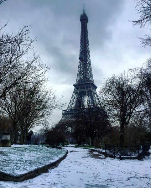 Le champs de Mars et la Tour Eiffel sous la neige