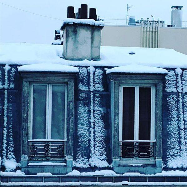 Les toits de Paris sous la neige