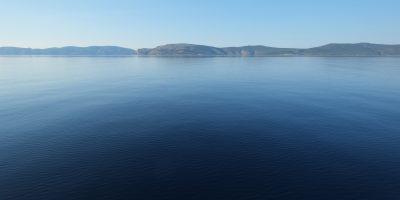 Impassibles îles grecques un jour sans vent