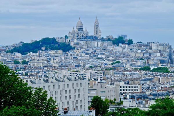 Une vue sur l'ensemble de la butte Montmartre
