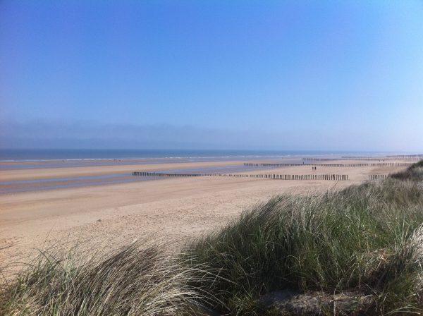 La belle plage de Sangatte, un lieu paisible et splendide sur la côte d'Opale