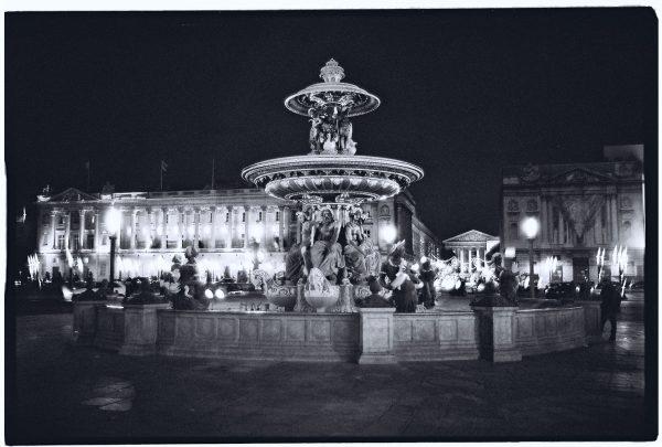 La place de la Concorde pendant la nuit à Paris