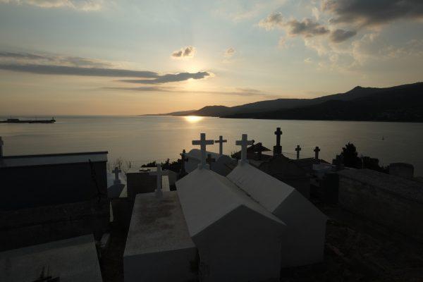 Le petit cimetière marin de Propriano donnant sur le Golfe de Valinco