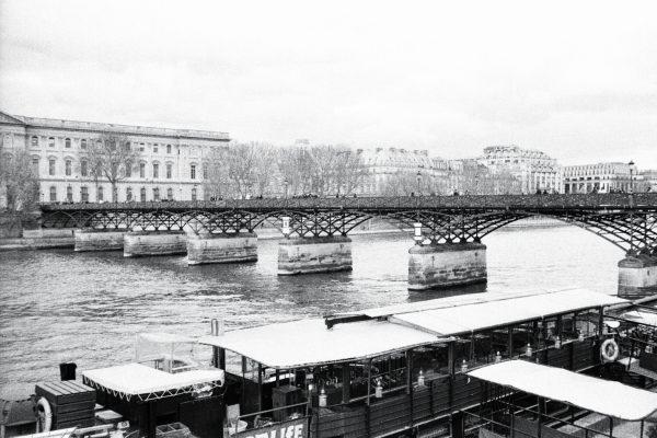 Le pont des arts un endroit incontournable à Paris
