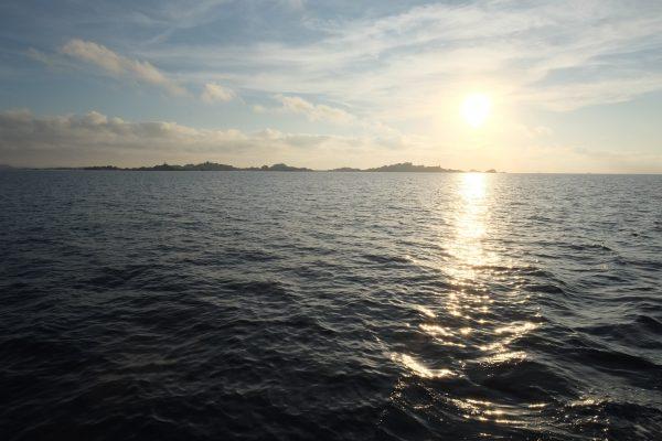 Les îles Lavezzi au lever du soleil