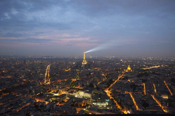 L'une des plus belles vues de Paris au crépuscule depuis la Tour Montparnasse