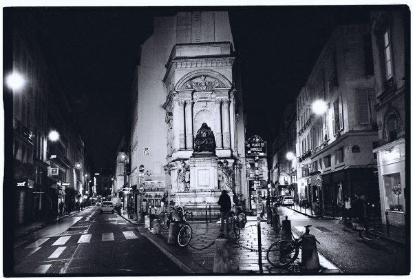 Place Mireille à Paris et la statue de Molière
