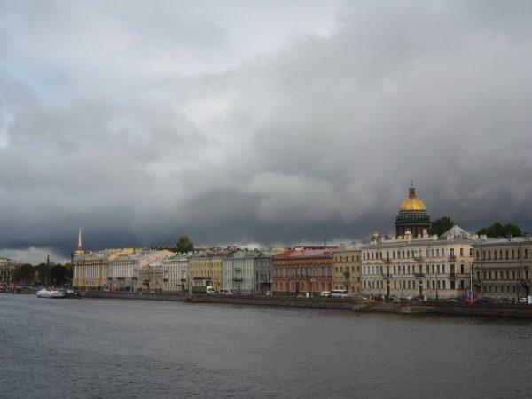 Saint-Pétersbourg sous les nuages