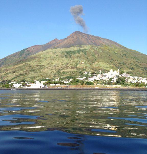 Stromboli et son volcan, l'une des plus belles îles de la Méditerranée
