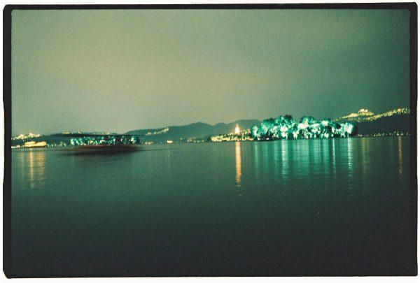 Sur les rives du lac de l'Ouest à Hangzhou, l'une des plus belles villes de Chine