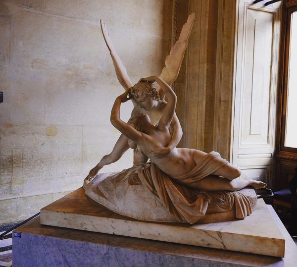 Taillée dans un seul bloc de marbre, Psychée d'Antonio Cavano
