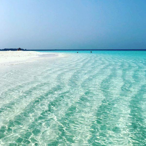 Une eau incroyablement clair, bienvenue aux Maldives