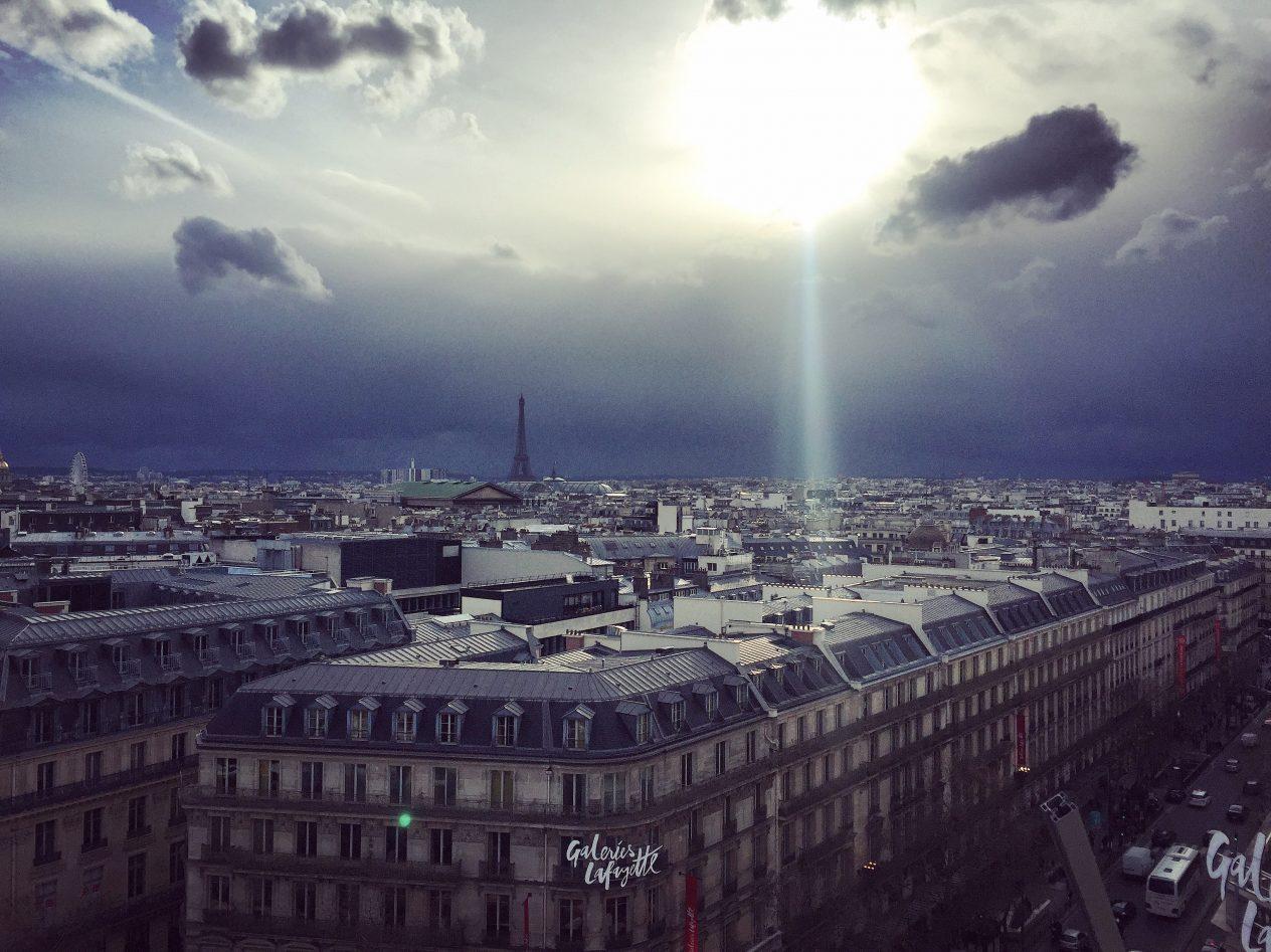 Une très jolie vue sur Paris depuis la terrasse des galeries Lafayette