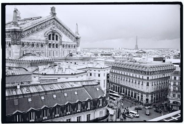 Vue imprenable sur l'opéra Garnier et la Tour Eiffel depuis la terrasse des galeries Lafayette