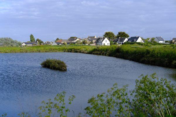 Les petits villages de paludiers le long des marais