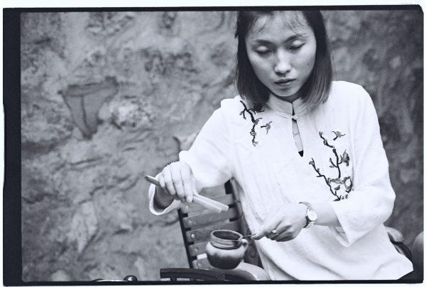 Une chinoise lors de la cérémonie du thé