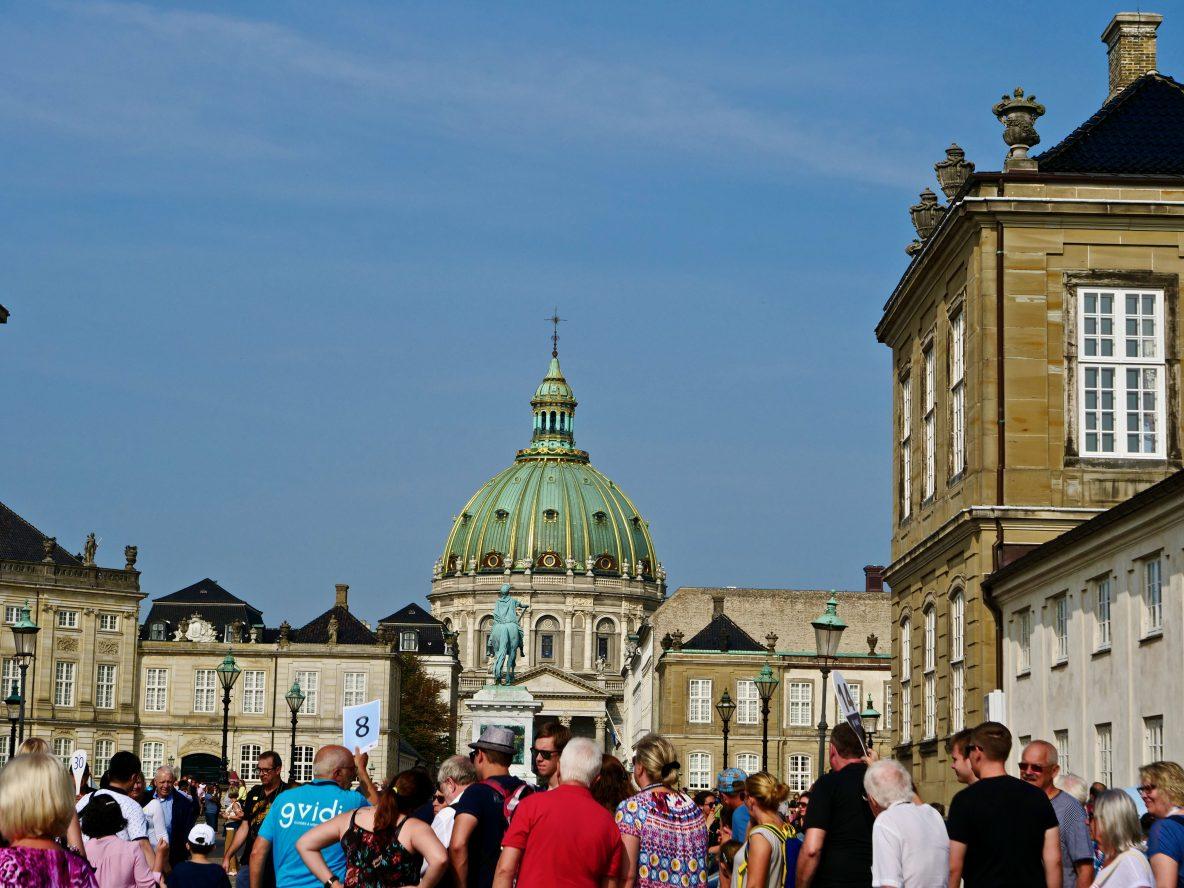 La célèbre église de Marmorkirken depuis la place Amalienborg