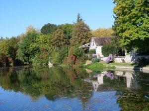 Le Serein et les berges de Chablis dans le département de l'Yonne