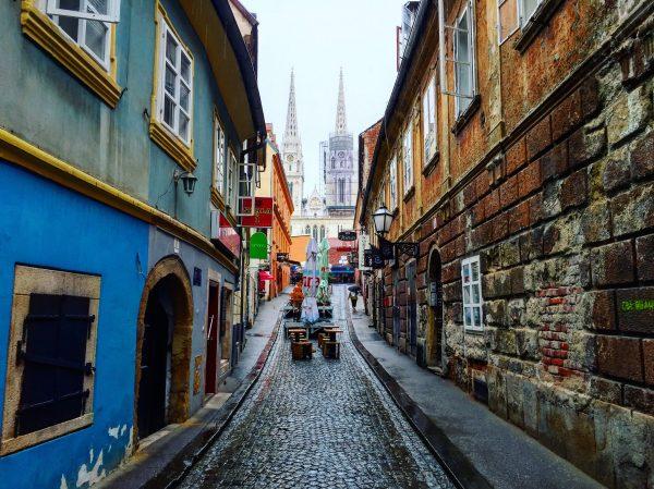 La rue Stalinska et la cathédrale de Zagreb