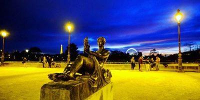 Paris la nuit devient la ville lumière
