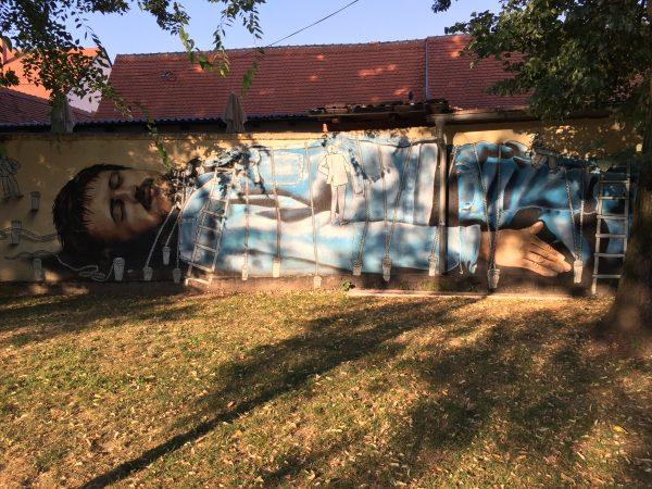 Zagreb, une fresque murale dans un parc