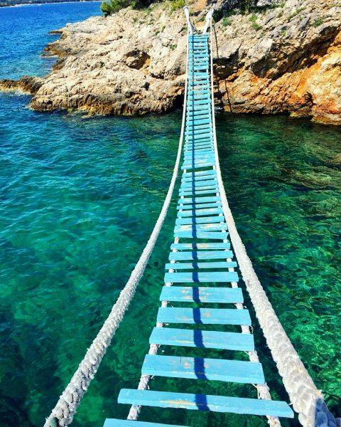 Un pont de singe sur une île en Croatie